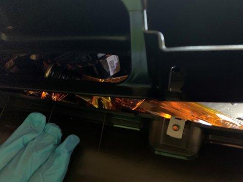 SKRUDDE OPP: I denne traileren fant tollerne smuglervarer i dashbordet, i taket og i aggregatet.