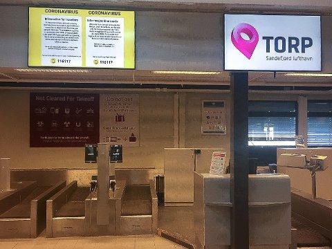 TYDELIG: Terminalområdet på Torp Sandefjord lufthavn bærer preg av koronakrisen. Foto: Torp Sandefjord lufthavn