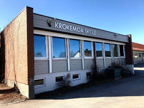 Det er over et år siden rapporten om at tilfluktsrommet ved Krokemoa skole har alvorlige mangler ble sendt til kommunen.