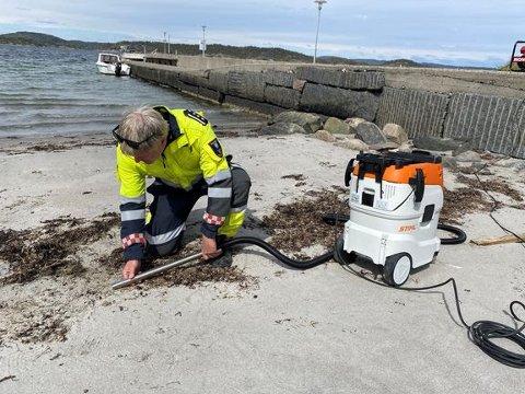 PLASPELLETS: Kystverket skal rydde plastpellets langs Oslofjorden og ned mot Sørlandet. Kystverket ønsker hjelp fra publikum som finner plastpellets.