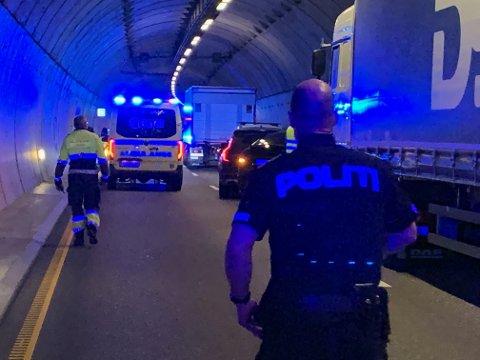 RYKKETUT: Nødetatene var på stedet i Larvikstunnelen tirsdag kveld.