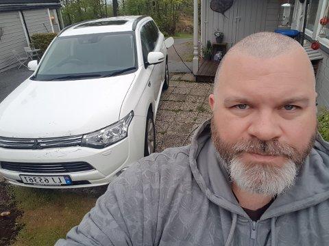 SMELL: I kraftig regnvær, like før midnatt fredag, smalt en gjenstand i grillen på Hans-Olav Sørensens bil.