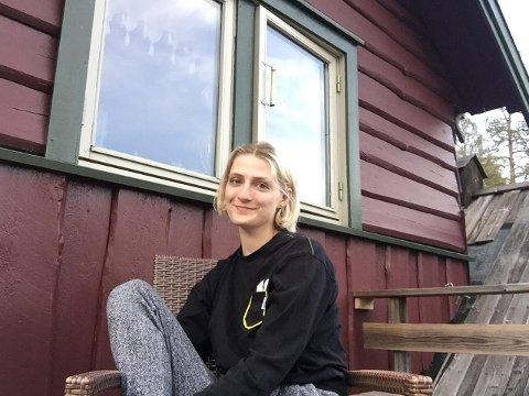 HJEM FØR «LOCKDOWN»: Sandefjord-jenta Sara Elisabeth Sørensen (22) måtte forlate England og studiene der på grunn av koronapandemien.