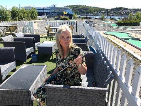 TIL SALGS: Ann Kristin Myhre ønsker at en ildsjel kan drive videre Sandefjord Minigolfklubb .