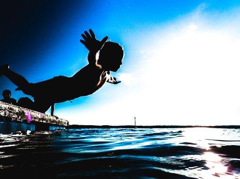 Havet rekker kanskje ikke varmes opp så mye, men så lenge det er varmt når du kommer opp igjen er jo mye gjort.