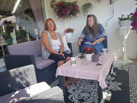 OPPLEVDE KNIVDRAMA PÅ NÆRT HOLD: Liv Hansen og Mai-Liss Johnsen fikk et skikkelig sjokk fredag.