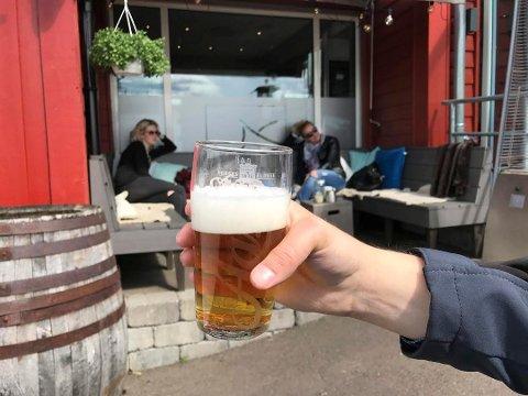 HUSK: Hold avstand, drikk mindre og unngå mingling på byen i sommer. ILLUSTRASJONSFOTO: Per Langevei