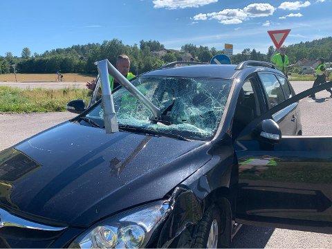 KRASJ: Det kunne antageligvis gått mye verre for føreren i 60-årene. Han slapp fra det med kun mindre skader.