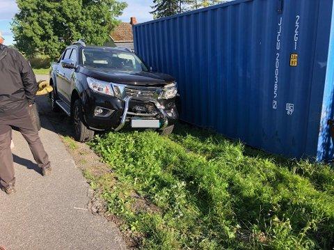 VRAKET: Bilen til Sandefjord golfklubbs greenkeeper var ikke kjørbar etter sammenstøtet.