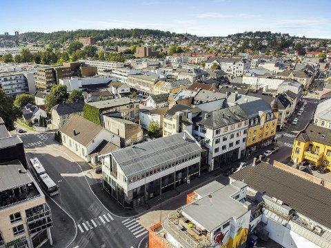 TIL SALGS: De to bygårdene i Kongens gate 2A er lagt ut for 22,5 millioner. I 2010 kjøpte kongsbergfirmaet Imago Eiendom adressen for 25 millioner.