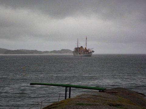 STORFINT BESØK: Kongeskipet er på plass i Sandefjord i forbindelse med kronprinsens besøk.