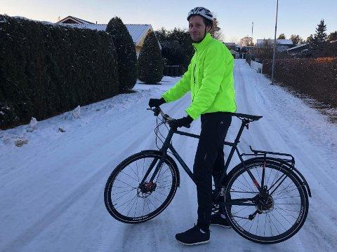 På sykkel: Magnus Campell bruker sykkelen mye, blant annet for å gjøre seg bedre kjent i hele Sandefjord kommune.