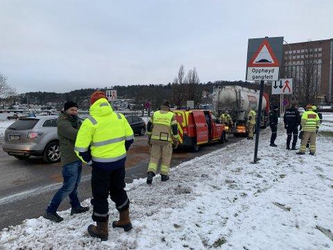 FISKEAVFALL: Nødetatene fikk onsdag formiddag melding om en tankbil med trøbbel ved Strandpromenaden.