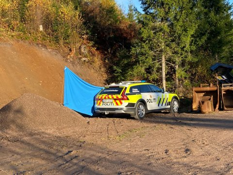 DØDSFALL: Personen ble funnet ved en skogsbilvei.