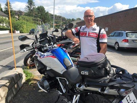 FØRE VAR: Daglig leder Morten Westbye ved Trio trafikkskole tilbyr sikkerhetskurs for MC førere for blant annet å hindre fatale utforkjøringer.