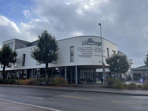 STREKMUNN: Café Lotus ligger i Frederik Stangs gate i Stokke. På samme side som Vinmonopolet.Etter et besøk fra Mattilsynet 30. september fikk spisestedet strekmunn. FOTO: Celina Stamper