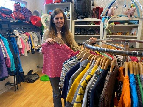 NY BUTIKK: Den nye bruktbutikken med barneklær har alt hva et barn måtte trenge av inne og uteklær, til enhver sesong.