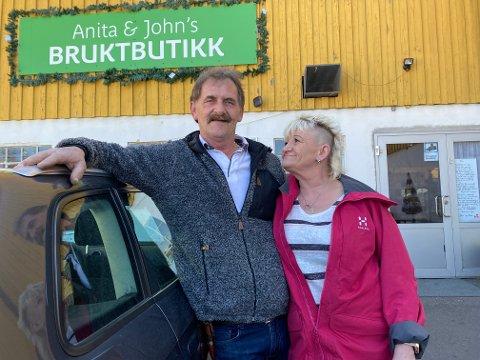 BRUKTBUTIKK: Noe meningsfylt å drive med, samt at folk har trua på dem, har gjort at John Skarde og Anita Wilhelmsen har kommet seg opp fra rennesteinen og skapt seg et godt liv.