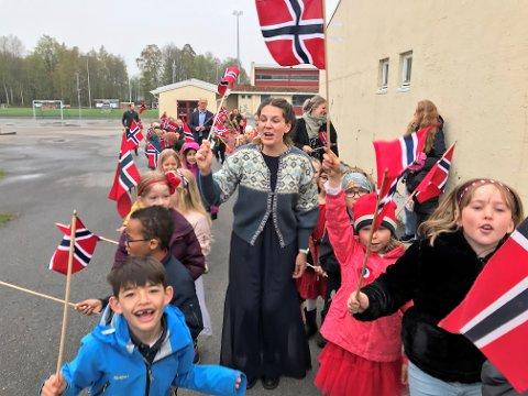 FINT Å VÆRE SAMMEN: Gleden var stor blant elevene på Fevang skole da de fikk feire en nesten vanlig 17. mai på forhånd.