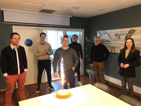 LANSERING: Chris Aron Wabø og resten av teamet hentet fra Gokstad akademiet feirer lansering av appen 1Kupp.