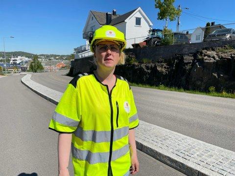 Byggeherrevakt Cecilie Myklebust forteller at Framnesveien nå blir stengt i begge retninger.