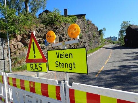 STENGT: Framnesveien er stengt etter at det raste store steiner ned i vegbanen. Nå virker som det veien vil forbli stengt i flere uker.
