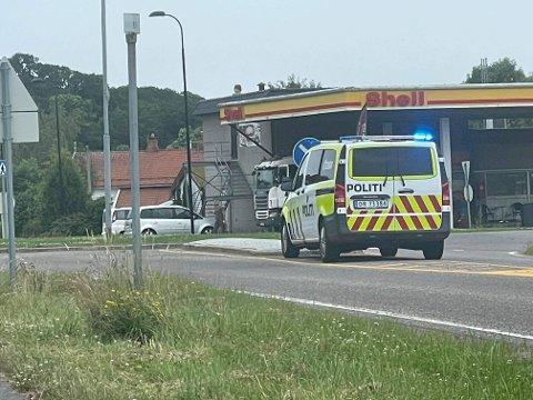 MELSOMVIK: Nødetatene rykket ut etter melding om trafikkulykke. Bilene på bildet har ikke noe med ulykken å gjøre.