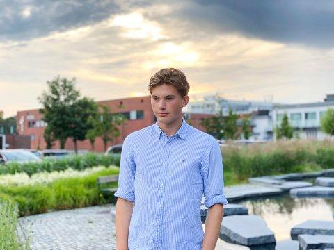 USA NESTE: I august flytter Lars Henrik Sti Haavie (19) fra Sandefjord til den amerikanske storbyen Philadelphia. – Jeg er ganske avslappet til flyttingen. Det er fortsatt litt fjernt for meg. Ja, jeg har nok ikke helt skjønt at jeg faktisk skal flytte til USA. Men det blir stort, forteller sandefjordingen.