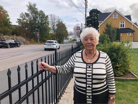 BLE SKJELVEN: Anne Lystad fikk minner fra sist storbrann da hun så den sorte røyken onsdag.