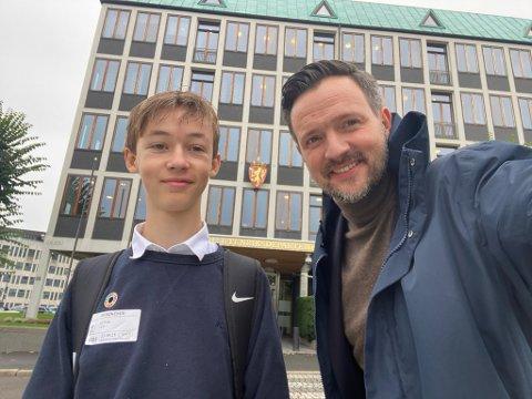 OSLO: Leo Dybvik fikk en drømmedag sammen med Dag-Inge Ulstein, utviklingsminister (krf). Han fikk blant annet besøke statsministerens kontor.