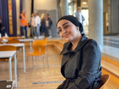 GLEDER SEG: Kanya Abdullah (18) ser fram til at det blir jevnlig testing ved SVGS, men hun tviler på at alle kommer til å følge prosedyrene.