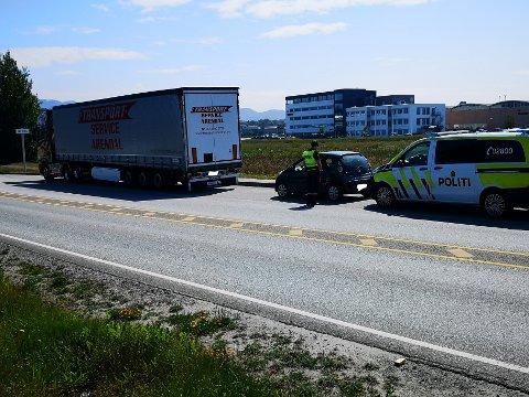 TRAFIKKULYKKE: En lastebil og en bil skal ha kollidert på E39 ved Ikea i sørgående retning fredag ettermiddag.
