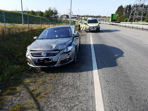 ULYKKE: To biler skal ha kollidert ved godsterminalen på Ganddal. Én av bilene skal ha forsvunnet fra området etter ulykken.