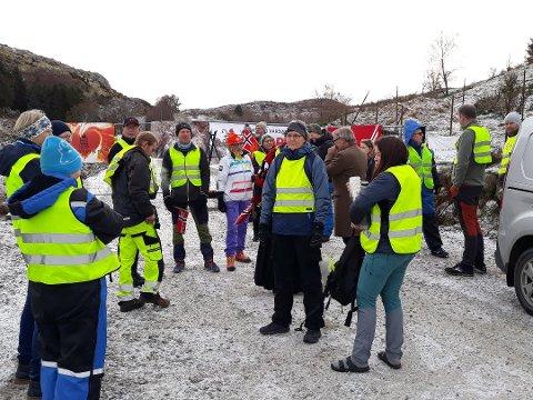 SKAL MARKERE: Motvind Norge har gjennomført mange tiltak foran den provisoriske porten til Vardafjell vindpark.