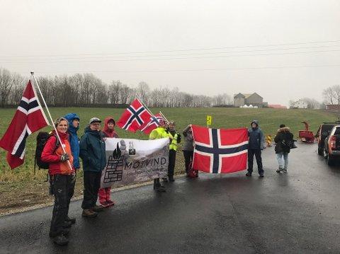 OPPMØTE: Representanter fra Motvind Norge er på Vardafjell mandag formiddag