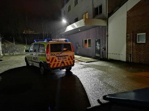 SYNLIG: Politiet på plass nord i Langgata tirsdag kveld.
