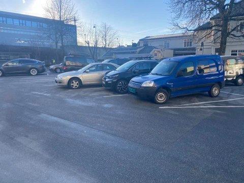 Parkeringsplassen mellom Sandnesposten sine kontorer og burgersjappa Birger blir nå endret fra langtidsparkering til korttidsparkering.
