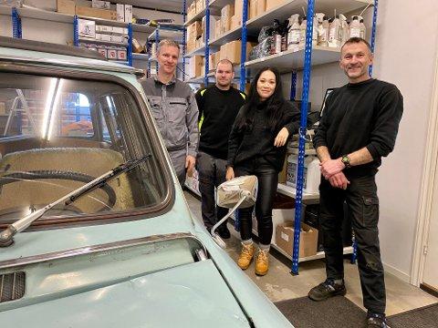 Olav Rettedal (t.v) flytter bedriften og de ansatte fra Sola til Vagle. Fra venstre: Johannes Rettedal, Sorott Svendsen og Gunnar Undheim.