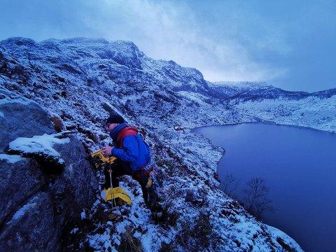 Ingve Hølland elsker og klatre og så er han tømmermann. I 2017 startet han for seg selv og kombinerte de to tingene.