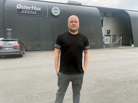 Steffen Landro utenfor stadion samme dag det ble kjent at hans tid i Sandnes Ulf er over.