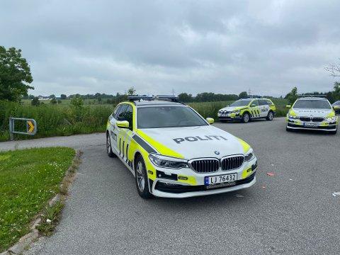 Politiet på plass i Jærveien. Flere fikk bøtlagt for mobilbruk.