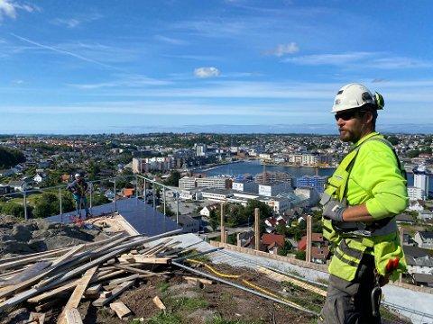 Per Jonny Jørstad er formann i Vest Betong. Han synes det er skikkelig kjekt på jobb om dagen.