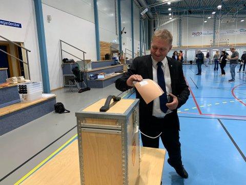 SPENNENDE: Varaordfører Pål Morten Borgli (Frp) avga mandag morgen sin stemme i Hanahallen. Fortsetter Frp den gode trenden i Rogaland er det gode muligheter for at han vil kunne få en stortingsplass.
