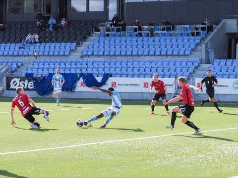 Maxwell Effiom hadde to store muligheter mot Stjørdals-Blink lørdag ettermiddag.