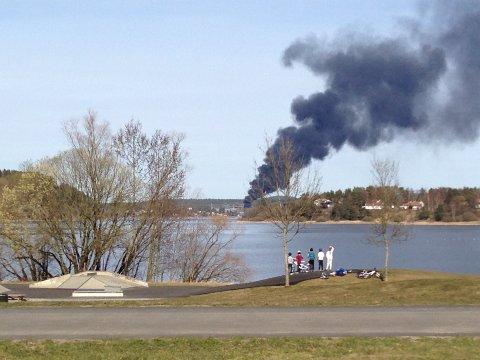Brannen var også godt synlig fra Glengshølen.