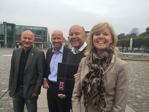 SAMMEN OM JUBILEUMSARBEID: Svein A. Halvorsen (f.v), Trond Frigaard, Terje Nicolaysen og Marit Bjørnland.