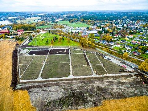 TRENGTES IKKE: Dette bildet viser utvidelsen av kirkegården på Hafslund med 4.258 gravplasser, som det viste seg at det ikke var behov for etter at det var brukt 35 millioner kroner, og tatt i bruk dyrket mark.