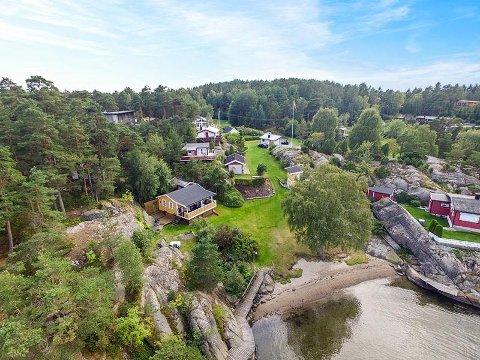 ETTERTRAKTET: Denne eiendommen på Karlsøya ble solgt for 2,6 millioner kroner over prisantydning. Kjøperen er lokal.