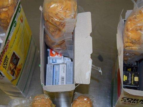 Stappet ned i noen pakker cornflakes fant tollerne tusenvis av dopingtabletter.