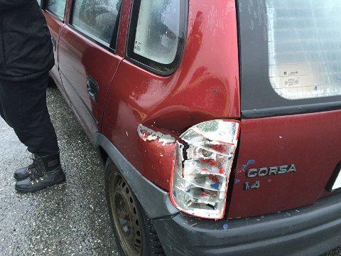Den andre bilen fikk mindre skader bak.